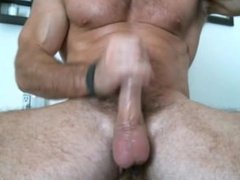 muscled hunk vidz jerks off