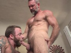 Muscle Daddy vidz Peter Rough  super Gets Derek's Fat Cock
