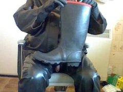Rubber wank vidz wearing piss  super filled wellies.