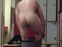 Spying on vidz Hot Dude  super in the Locker Room