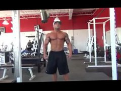 Bodybuilder posing vidz for a  super shoot.
