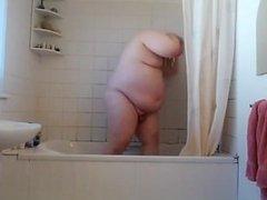 Fat Boy vidz Takes a  super Shower