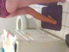 JERKING IN vidz THE BATHROOM