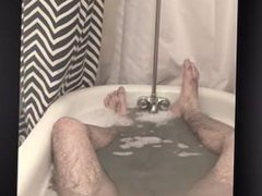 Otter in vidz the tub.....
