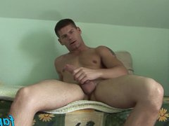 Hunky stud vidz Win Soldier  super loves beating his meat