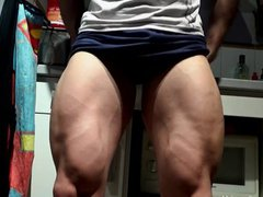 Muscle Man vidz Kiwol flexes  super his Huge Veiny legs