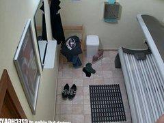 Young man vidz secretly filmed  super in public solarium