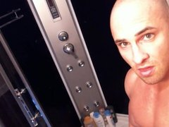 SHAVED BODYBUILDER vidz IN SHOWER