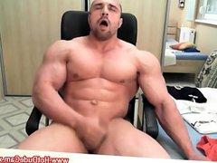Straight bodybuilder vidz jerk off  super for his gf