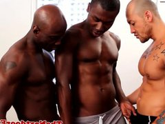 Interracial gay vidz threeway with  super spitroasted guy