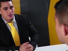 Suited job vidz applicant nailed  super by hr person