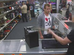 Straight stud vidz sucking for  super cash at pawnshop