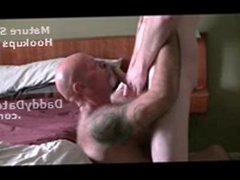 Tattooed Hairy vidz Daddybear giving  super head to Twink