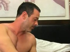Gay guys vidz Mike ties  super up and blindfolds the