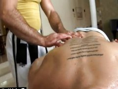 Tattoo guy vidz gets massage  super at home from gay bear