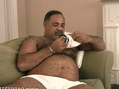 Stocky daddy vidz plays with  super his dick