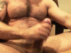 WebCam - vidz Hairy Muscle  super Italian Daddy Jacking Off