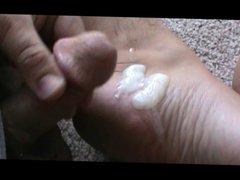Cumming on vidz my feet.