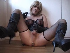 handjob by vidz tranny slave  super for the mistress