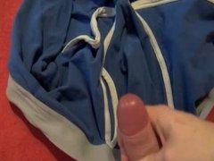 Boy verwixt vidz seine Unterhose