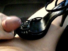 Cumming on vidz a black  super heel