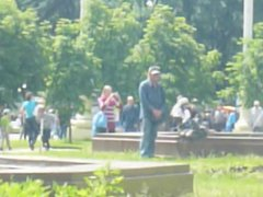 Russian homeless vidz man masturbates  super in the park