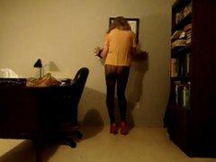 VanessaTV cumming vidz in her  super office...