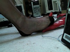 Red pumps, vidz black ff  super stockings, shoe dangle ... no cum:(