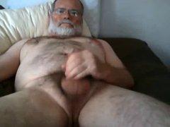 Daddybear wanking vidz on Bed