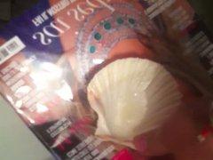 Cumming on vidz a shell