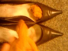 Cumming in vidz secratary's high  super heel shoes I part1