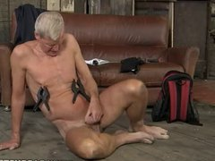 Hung Daddy vidz Loves Pain  super As He Jerks Off