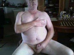 Dad wanks vidz on cam