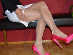 Trannygirl shooting vidz in sexy  super Heels and Pantyhose