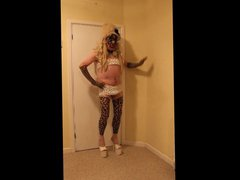 Blonde slut vidz in leopard  super leggings