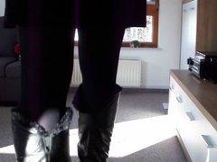 Crossdresser in vidz Kneeboots and  super Pantyhose