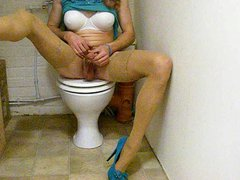 tranny slut vidz wanking in  super the bathroom
