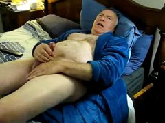 OLD MAN vidz JERKING OFF  super UNTIL HE CUMS