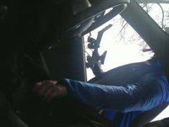 Wielrenner helpt vidz geile man  super in de auto een handje