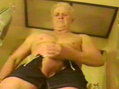 Grandpa jerks vidz in bathroom