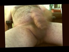 Hairy Daddy vidz jerking off  super on webcam