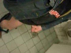Cumming On vidz Public Toilet  super ... Oeffentliche Toilette