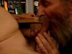 Bearded Daddy vidz Sucking