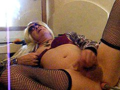 blonde crossdresser vidz playing