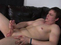 Hot stud vidz masturbates on  super camera on a leather couch