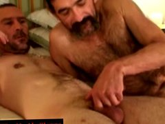 Hairy straight vidz guy give  super old man a facial