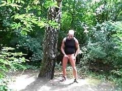 Exhibtionist caught vidz wanking in  super the woods