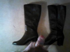 Brown boots vidz cum