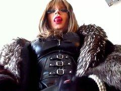 Transvestite Mistress vidz in fur  super cumming