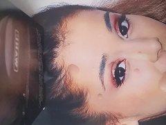 Ariana Grande vidz facial
